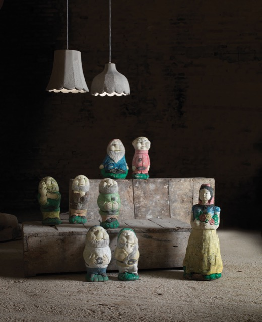 The Mammolo and Pisolo pendants illuminating garden gnomes.