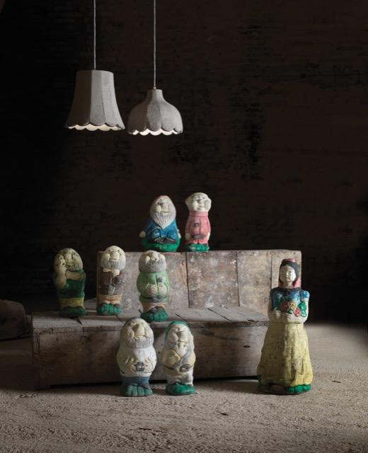 The Mammolo and Pisolo pendants illuminating garden gnomes.