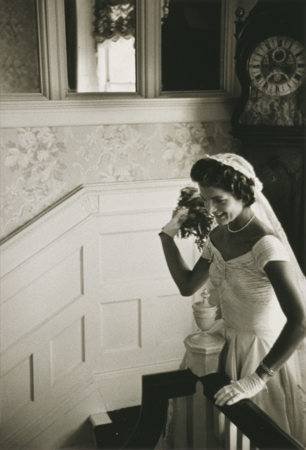 At her wedding, Jacqueline Kennedy prepares to toss her bouquet