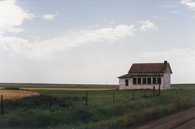 An abandoned home on the Great Plains. Image © Saxon Henry.