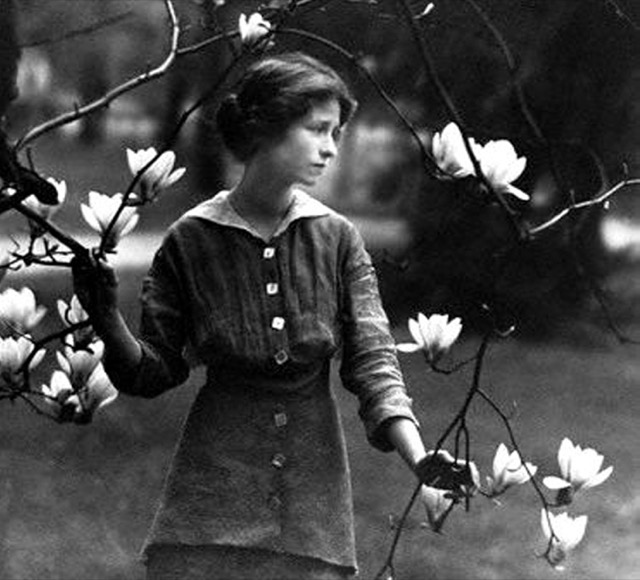 Edna St Vincent Millay at Vassar College, 1914. Photograph by Arnold Genthe. Image courtesy Edna St. Vincent Millay Society.
