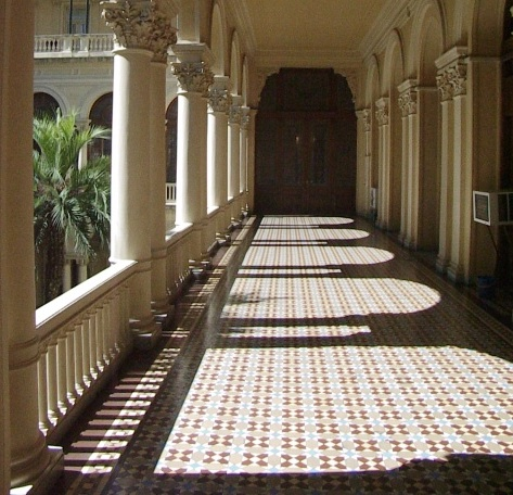 A colonnade runs along the interior courtyard of the Casa Rosada, Buenos Aires' government headquarters. Image © Saxon Henry.