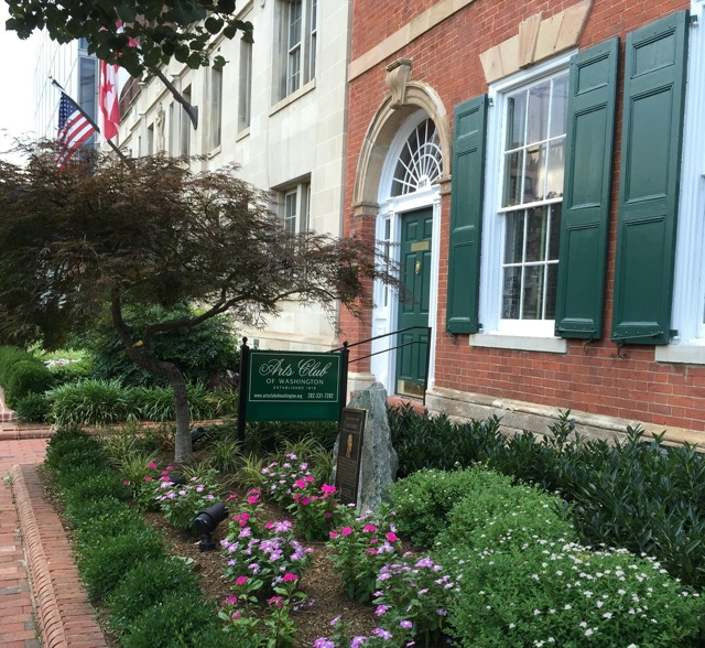 Plaque in front of the Arts Club of Washington declaring it was once the home of James Monroe. Image © Saxon Henry.