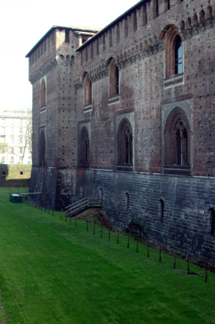 The grassy area where the moat protecting Castello Sforzesco was during da Vinci's time. Image courtesy WikiMedia and José Luiz Bernardes Ribeiro.