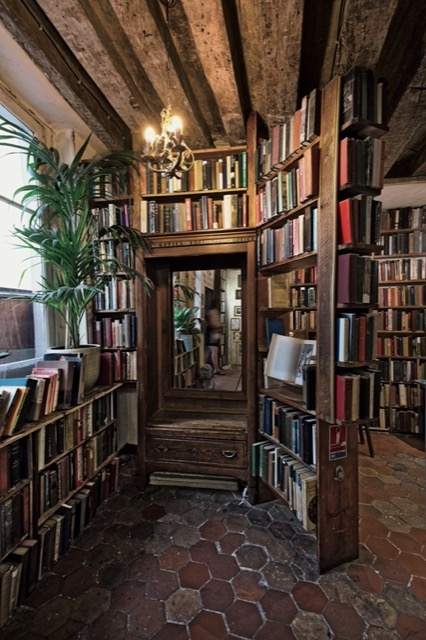 This view of the interior of Shakespeare and Company illustrates how narrow the pathways are throughout the shop. Image © Horst A. Friedrichs.
