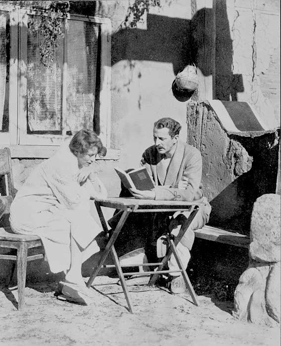 Arthur Davison Ficke reading to Edna St Vincent Millay. Image courtesy Edna St. Vincent Millay Society.