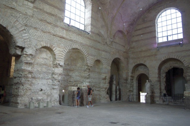 The frigidarium at the Thermes de Cluny as it is today. Image courtesy of WikiMedia and Traumrune.