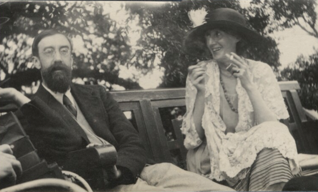 Lytton Strachey and Virginia Woolf photographed at Garsington in 1923 by Lady Ottoline Morrell. Image courtesy National Portrait Gallery.