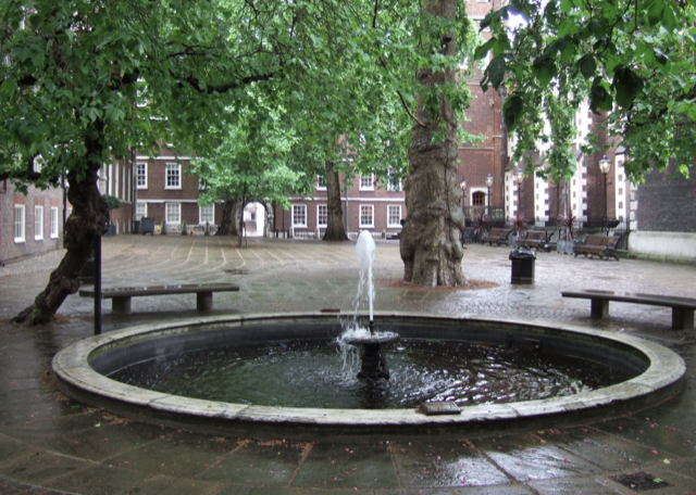 Fountain Court at Middle Temple, an area where many of The Yellow Book creators lived. Image © Saxon Henry.