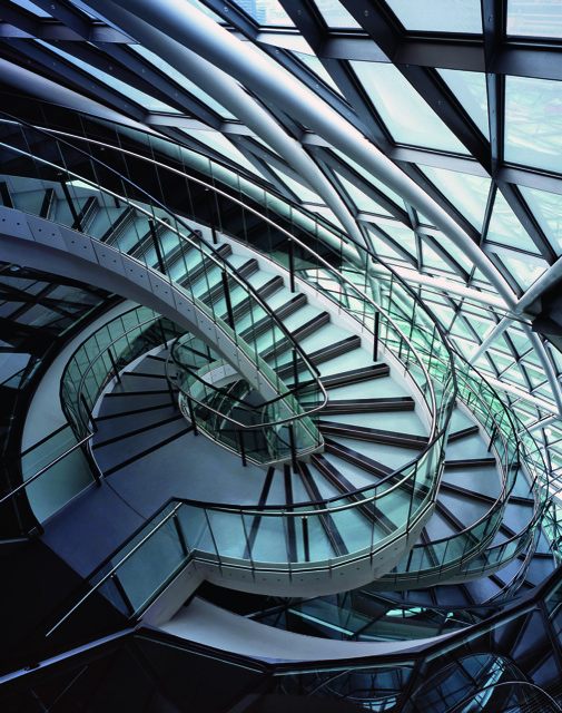 The undulant meta-modern external stairway on the new City Hall, the headquarters of the Greater London Authority, built beside the Thames and designed by Norman Foster (2002). Photo courtesy The Vendome Press and Corbis (Peter Durant/Arcaid).