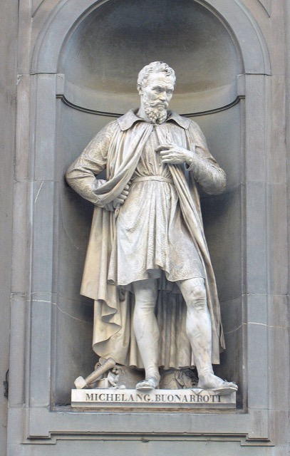 A statue of Michelangelo outside Uffizi