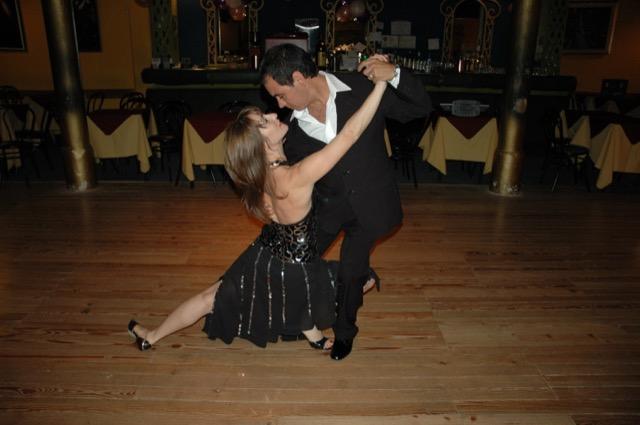 Fernanda and Alberto dance tango.